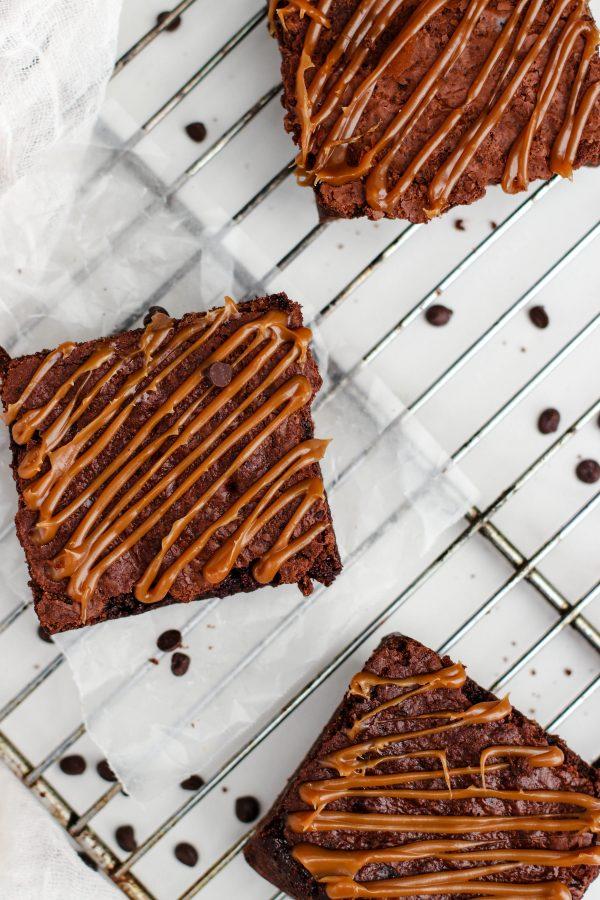 Tiramisu Bakery - Caramel Brownies scaled