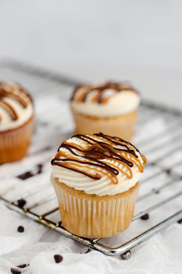 Tiramisu Bakery - Caramel Cupcakes scaled