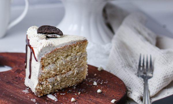 Tiramisu Bakery - Cookies and Cream Cake slice