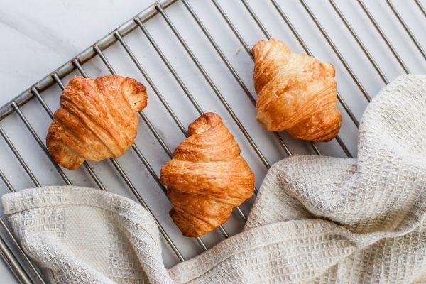 Tiramisu Bakery - Mini Plain Butter Croissants scaled