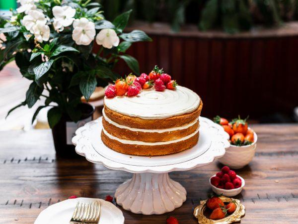 Tiramisu Bakery - Naked Vanilla Cake New scaled
