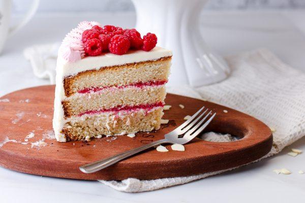 Tiramisu Bakery - Vanilla Raspberry Cake Slice