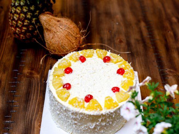 Tiramisu Bakery - Pineapple and Coconut Cake scaled